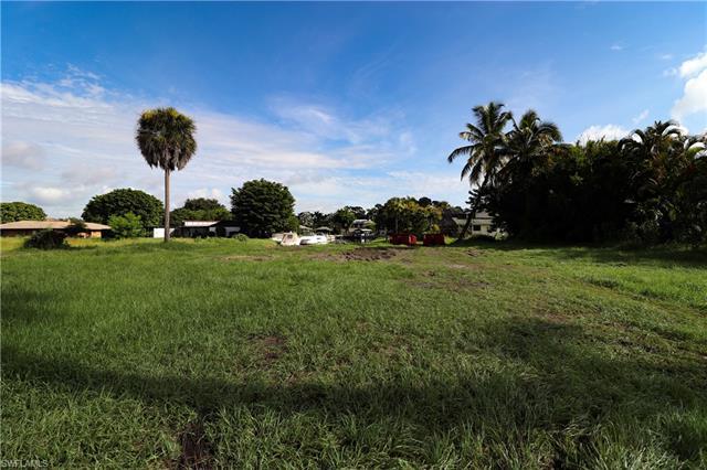 1319 Longwood Dr, Fort Myers, FL 33919