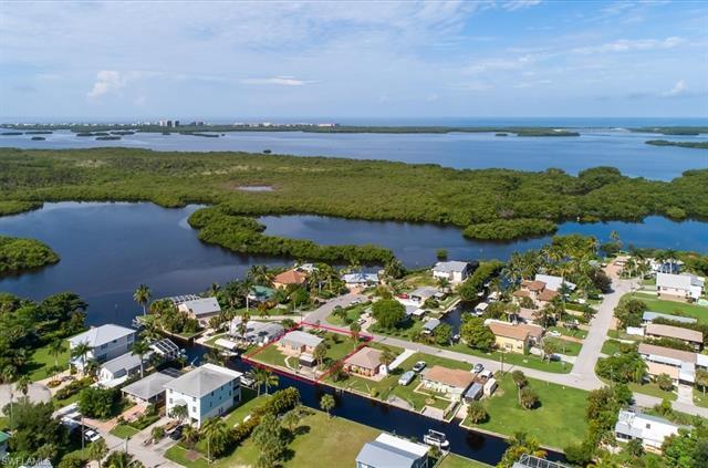 24574 Kingfish St, Bonita Springs, FL 34134