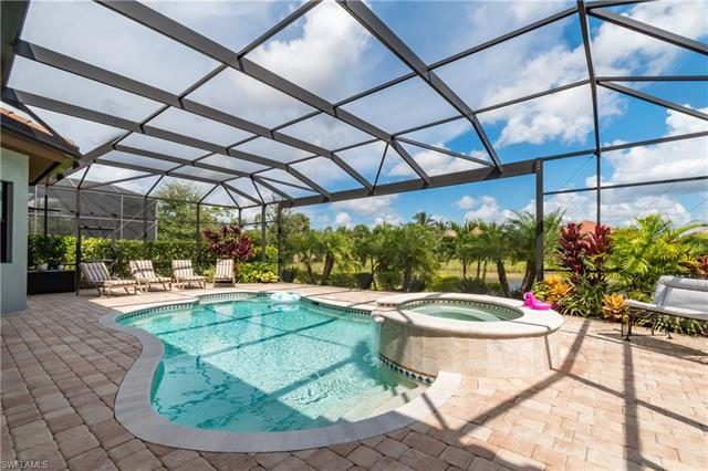 7422 Lantana Cir, Naples, FL 34119