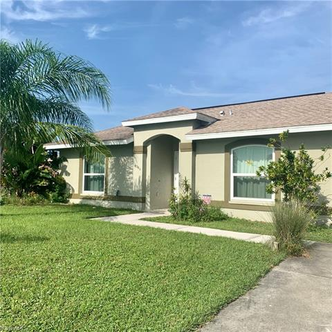 4545 10th St Ne, Naples, FL 34120