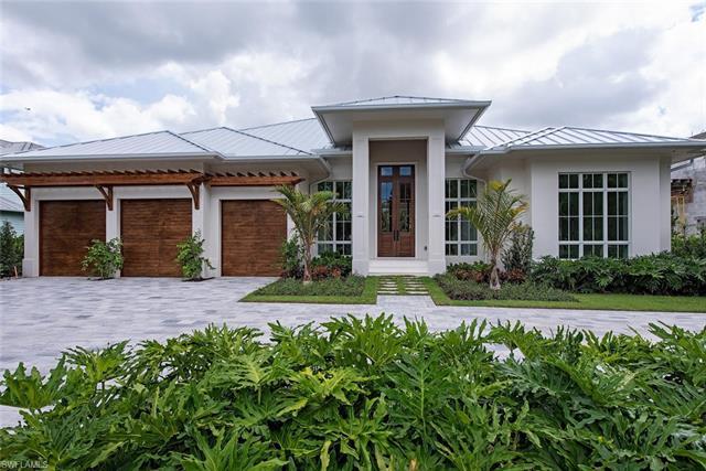 1900 Crayton Rd, Naples, FL 34102