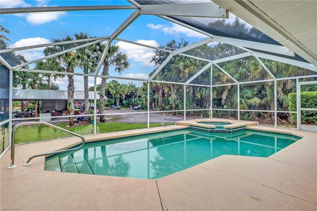 761 11th St Nw, Naples, FL 34120
