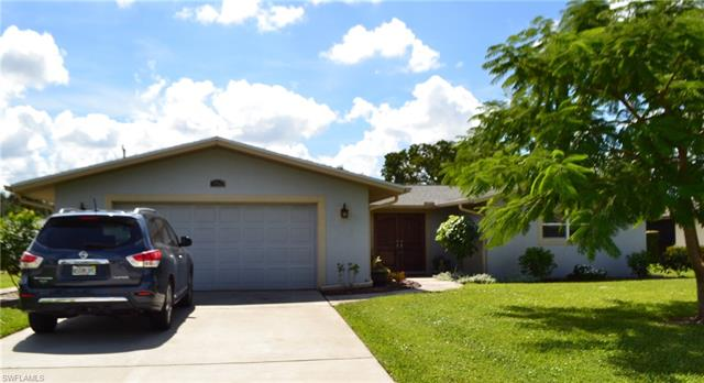160 Willoughby Dr, Naples, FL 34110