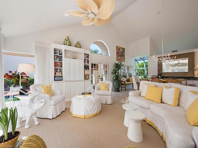 541 Bay Villas Ln 102, Naples, FL 34108