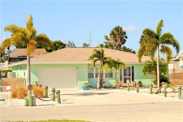 2737 Shoreview Dr, Naples, FL 34112