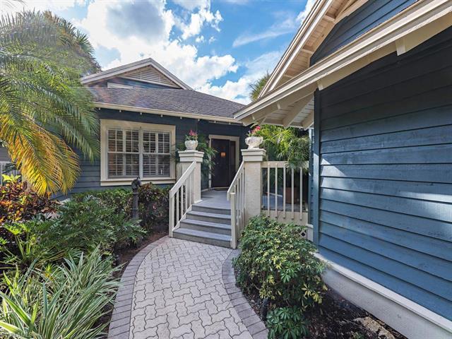 18 Golf Cottage Dr, Naples, FL 34105