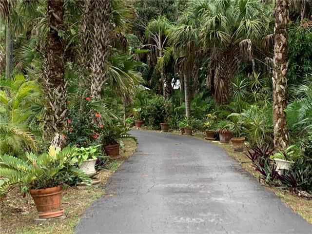 360 10th Ave Nw, Naples, FL 34120