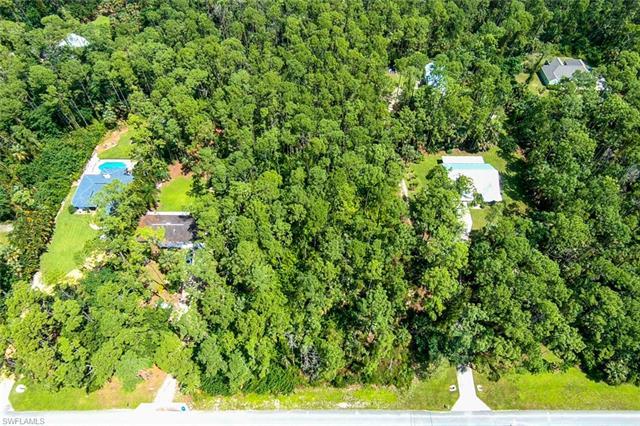 Hawthorn Woods Way, Naples, FL 34116