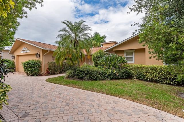 1810 Kingfish Rd, Naples, FL 34102