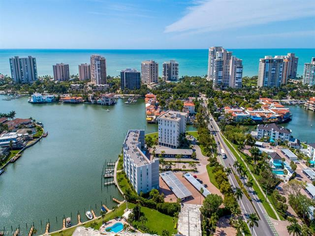 300 Park Shore Dr 5d, Naples, FL 34103