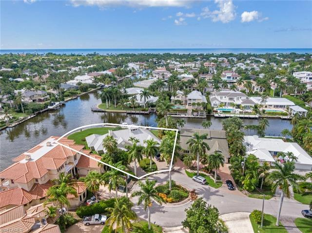 2020 7th St S, Naples, FL 34102