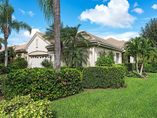 9129 Troon Lakes Dr, Naples, FL 34109
