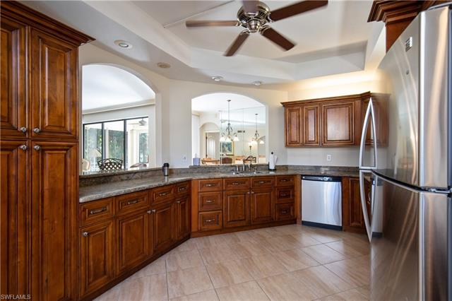 7056 Pelican Bay Blvd B-105, Naples, FL 34108