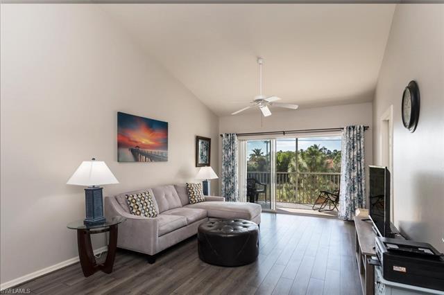 422 Valerie Way 202, Naples, FL 34104