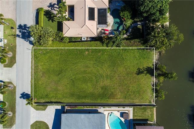 1598 Curlew Ave, Naples, FL 34102