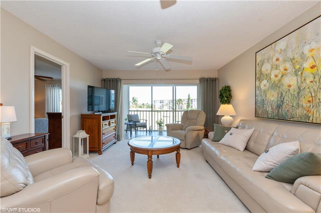 41 High Point Cir S 202, Naples, FL 34103