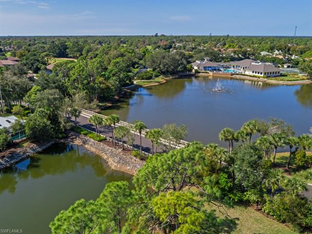 750 Waterford Dr 304, Naples, FL 34113