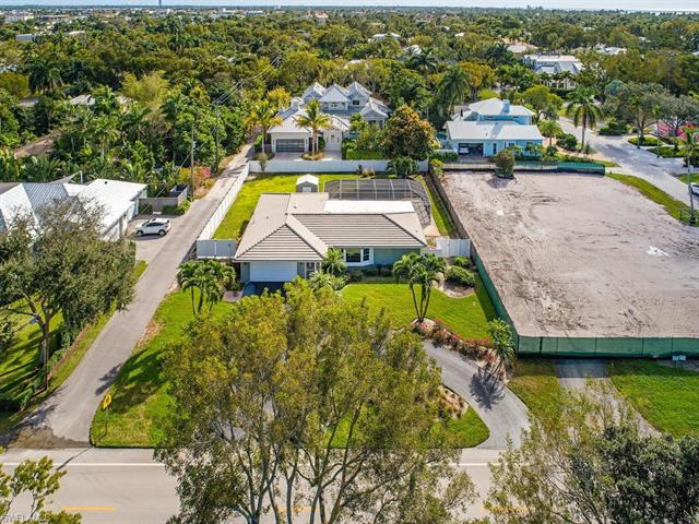 540 4th Ave N, Naples, FL 34102
