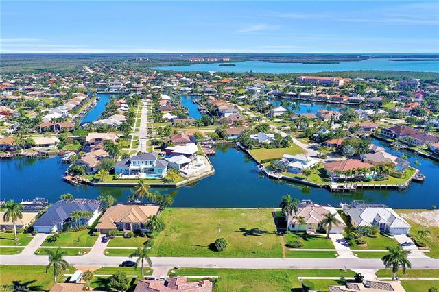 135 Gulfport Ct, Marco Island, FL 34145