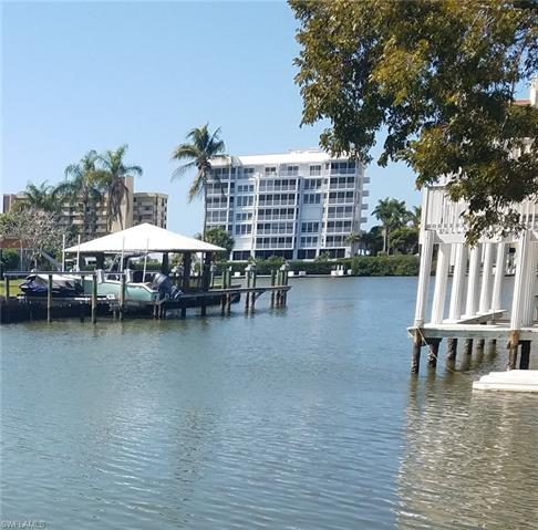 256 Trade Winds Ave, Naples, FL 34108