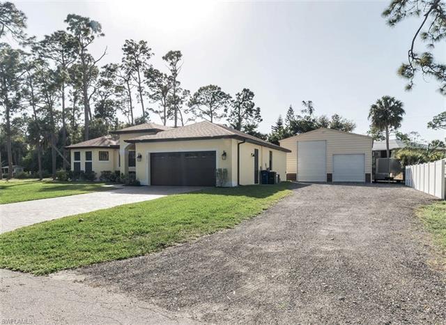 28017 Oak Ln, Bonita Springs, FL 34135