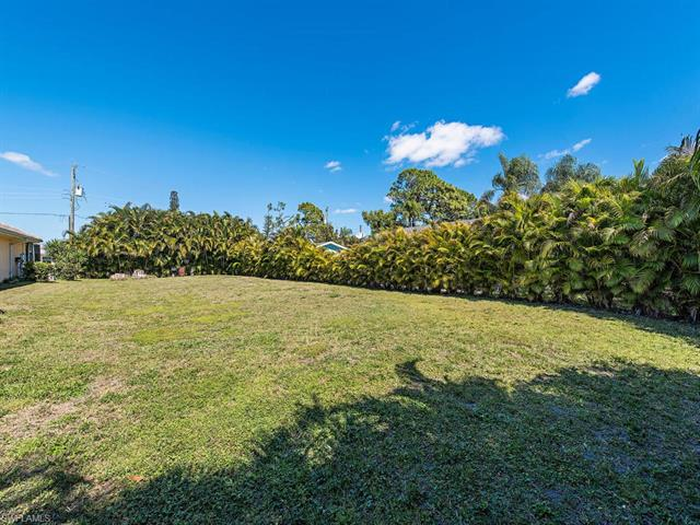 837 99th Ave N, Naples, FL 34108