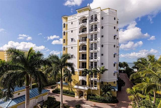 1801 Gulf Shore Blvd N 303, Naples, FL 34102
