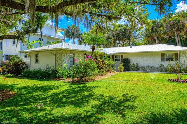 27592 Woodridge Rd, Bonita Springs, FL 34134