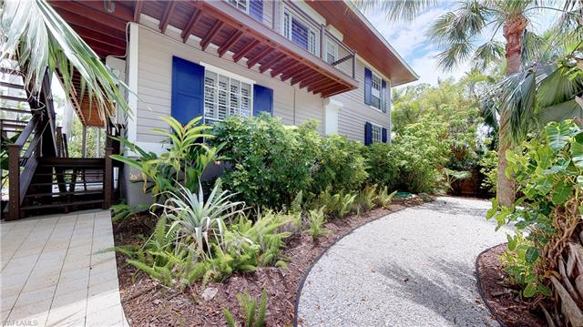 1355 4th St S, Naples, FL 34102