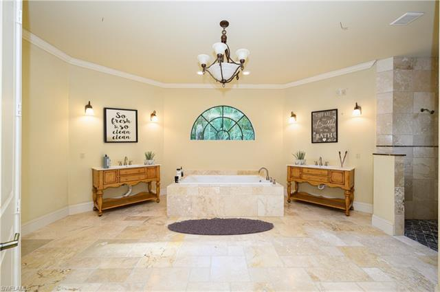 5440 Hawthorn Woods Way, Naples, FL 34116