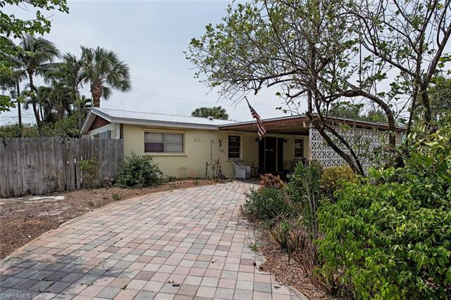 1273 11th Ct N, Naples, FL 34102
