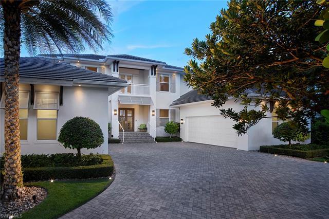 2800 Leeward Ln, Naples, FL 34103