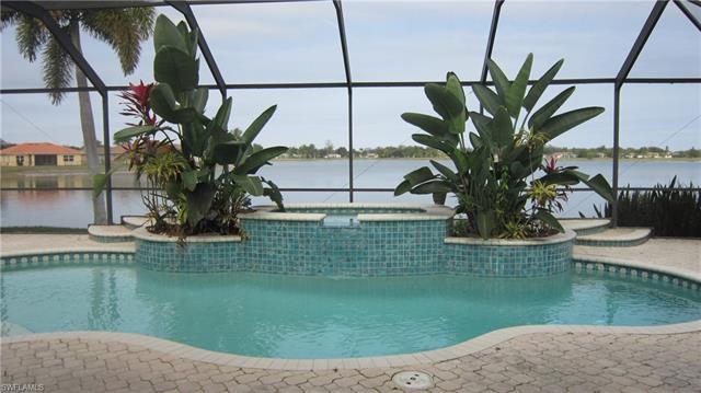 2210 Grove Dr, Naples, FL 34120