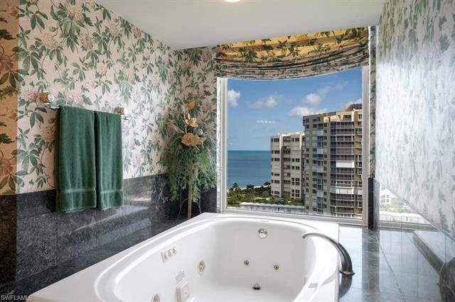 4021 Gulf Shore Blvd N 1203, Naples, FL 34103