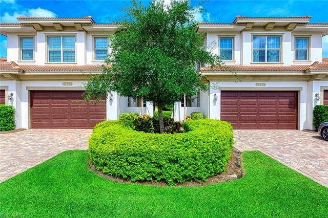 7829 Hawthorne Dr 2002, Naples, FL 34113