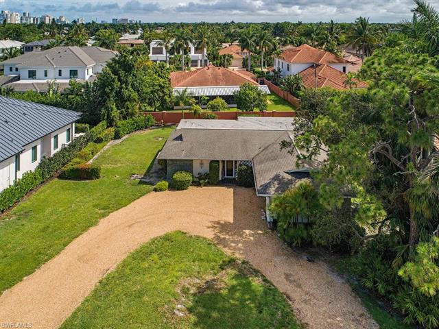 625 Harbour Dr, Naples, FL 34103