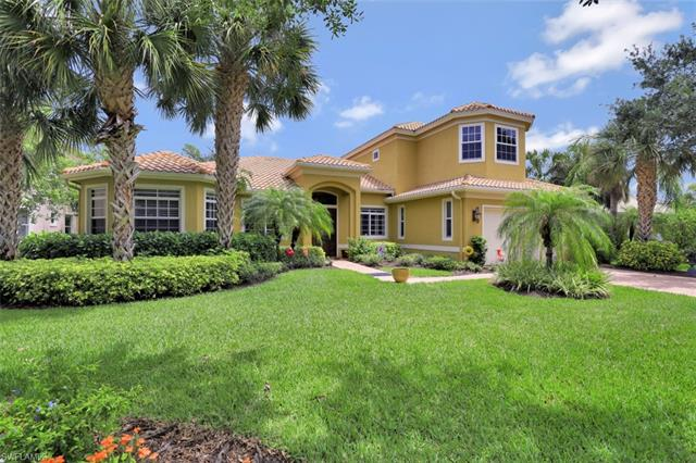 467 Saddlebrook Ln, Naples, FL 34110