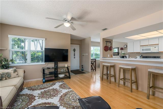 513 Club Side Dr 1-513, Naples, FL 34110