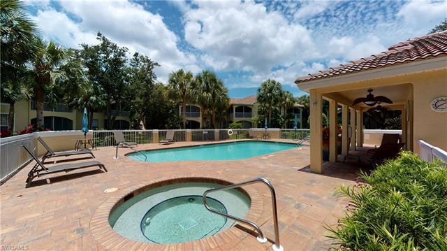 73 Silver Oaks Cir 201, Naples, FL 34119