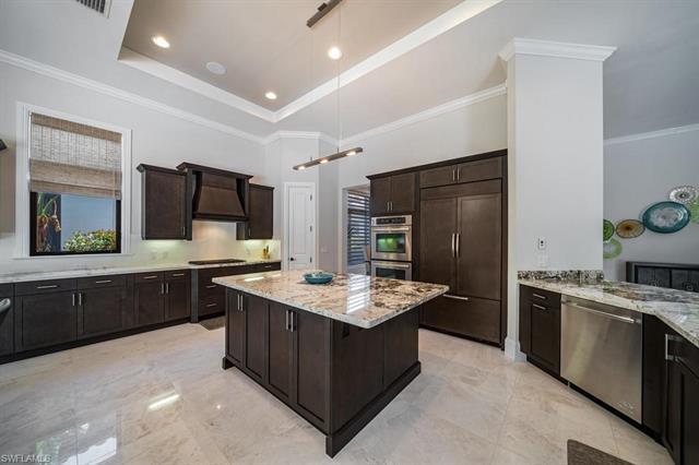 2293 Residence Cir, Naples, FL 34105