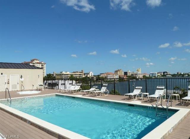 260 Southbay Dr 210, Naples, FL 34108