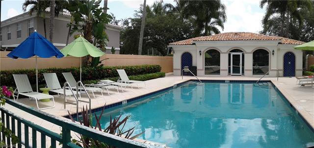 5365 Cove Cir, Naples, FL 34119