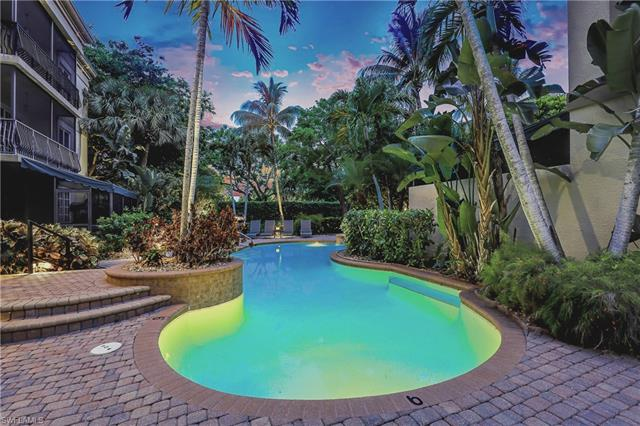 388 5th St S, Naples, FL 34102