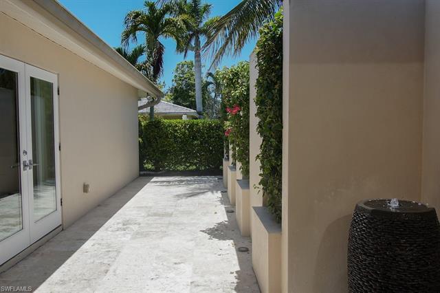 48 Cypress Point Dr, Naples, FL 34105