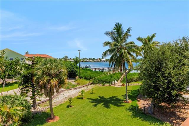 39 Pelican St W, Naples, FL 34113