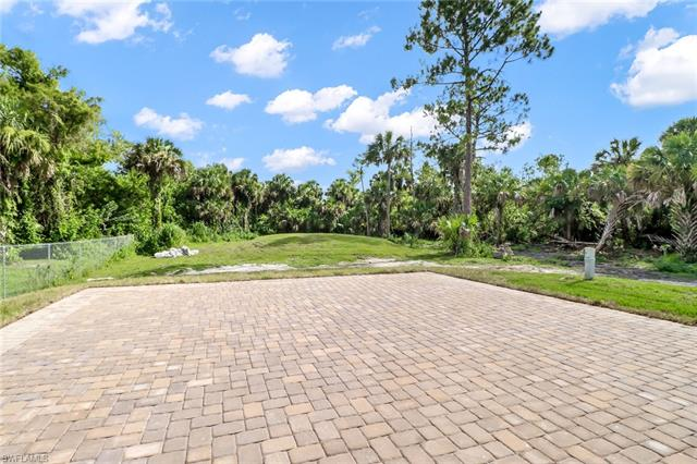 317 14th Ave Nw, Naples, FL 34120