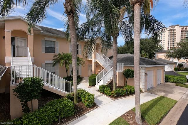 671 Wiggins Lake Dr 202, Naples, FL 34110