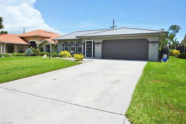 5862 Westbourgh Ct, Naples, FL 34112