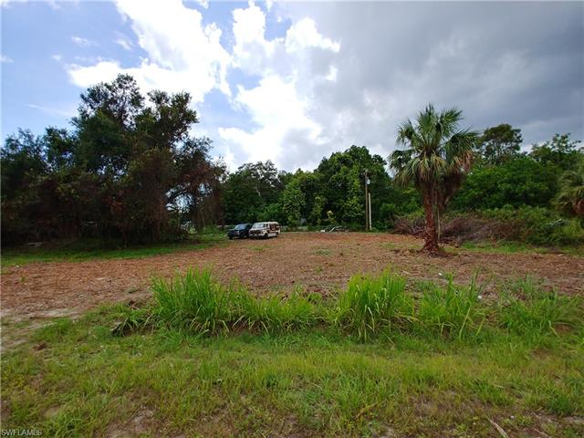8220 Everhart Dr, North Fort Myers, FL 33917
