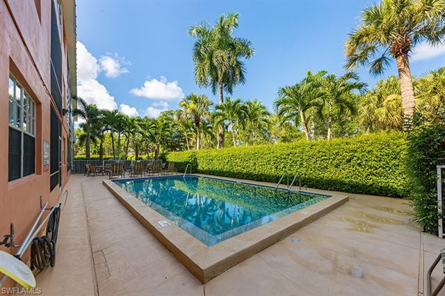 72 7th St S 206, Naples, FL 34102